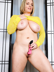 Busty blonde MILF Maggie Green using a dildo to please her wet cunt