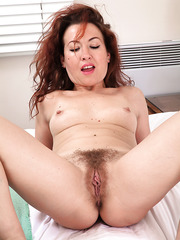 Charming mature slut Elizabeth doing some poses when masturbating her twat