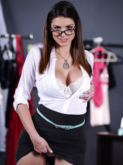 Voluptuous babe Brooklyn Chase wearing glasses and flashing her boobs