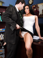 Majestic babe Rachel Starr spreading her legs and riding a meaty stick