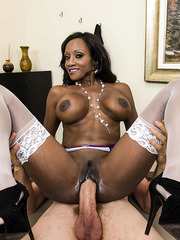 Chocolate MILF Diamond Jackson sucking a big white cock of he man