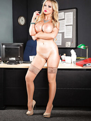 Lovely and beautiful MILF Nikki Benz enjoying her time naked on camera