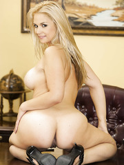 Milf in skirt Sarah Vandella takes it off and shows how beautiful her ass is