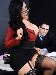 Tanned chubby milf Kiara Mia and her hardcore long-dicked boss in the office