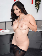 Curly-haired Assian Jessica Bangkok takes off her cute red lingerie