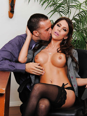 Slender milf with full lips Aleksa Nicole is getting sperm over her face