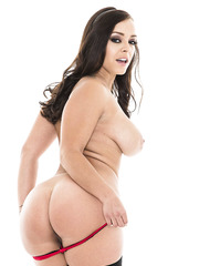 Stunning milf Liza Del Sierra shows her juicy round booty in close-up scene