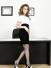 Curly-haired milf Courtney Cummz shows how awesome her long legs is