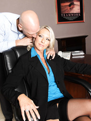 Blonde Emma Starr is licking balls and big dick of her hardcore fucker