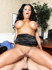 Big-tit beauty milf Kerry Louise is banging in her awesome shaved pussy