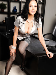 Office MILF Vanilla Deville shows her naked big boobies with her sisters