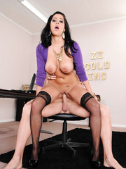 Big-tit milf Kimber Kay takes off her blouse and gives a nice titjob