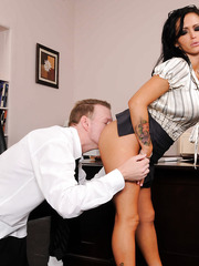 Babe milf Jenna Presley is giving a good old sloppy blowjob for her fucker