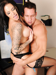Hardcore tattooed milf Juelz Ventura is banging in missionary pose after blowjob