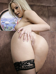 Chubby babe Alexis Texas showing awesome ass and posing in hot stockings