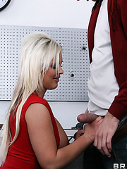 Stunning milf Andi Anderson loves deep anal sex and making a blowjob for that