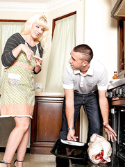 Stunning housewife Heidi Mayne working with her neighbor's yummy wiener