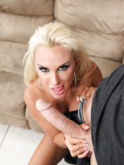 Radiant babe Holly Halston getting naughty with a muscled photographer