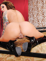 Giggly babe Mason Moore showing amazing ass and masturbating like a dirty whore