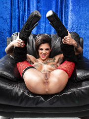 Finger licking tasty whore Bonnie Rotten posing and spreading delicious tight pussy