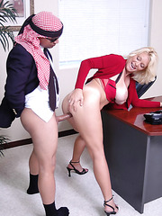 Mature business lady with huge tits Charlee Chase uses original ways to sign contract