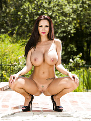 Two first-class bombshells with amazing bodies Ava Addams and Phoenix Marie