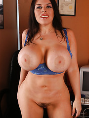 Incredible, giant and succulent boobs by delicious milf Daphne Rosen