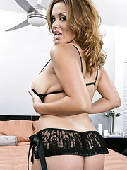 Horny milf Sienna West rubs her wet clit and masturbates with her fingers