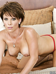 Short haired mature hottie Kayla Synz shows her big tits and shaved pussy