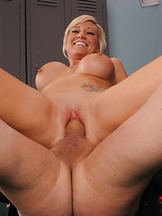 Amazing sport babe with big boobs Tiffany Price presents her trainer wild sex