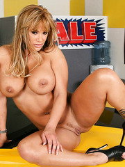 Fatty and delicious milf Shyla Stylez spreads her delicious legs on the luxury sport car