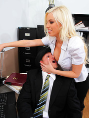 Marvellous blonde bombshell Britney Amber knows how to make her workdays sweeter with a dick