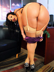 Enjoy astonishing brunette milf Claudia Valentine showing us her great body