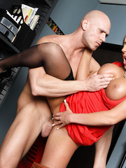 Milf with provocative figure Richelle Ryan makes lucky man wild today