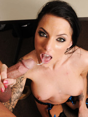 Gorgeous milf Juelz Ventura meets this guy for the first time but this is not a problem