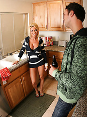 Super busty blonde milf Diamond Foxxx has sweet time with her neighbourhood boyfriend