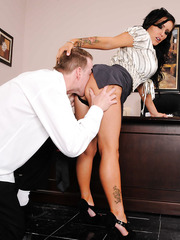 Black haired milf with big tits and super hot make up Jenna Presley seduces her worker