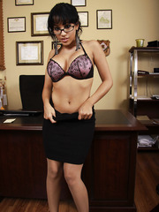 Amazing secretary Abella Anderson shows off sweet secrets of her successful work