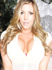 Beautiful blonde milf Samantha Saint plays with her gorgeous pussy