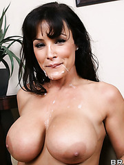 Passionate brunette minx Lisa Ann gets a sperm on the pretty face