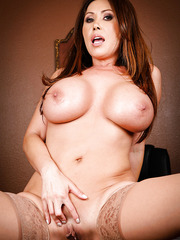 Amazing lesbian threesome action with Kelly Divine, Kianna Dior and Sativa Rose