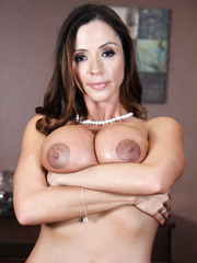 Ariella Ferrera demonstrates her big tits, sweet nipples and hot trimmed pussy