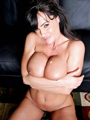 Milf with charming and exciting figure Lisa Ann seduces handsome lover