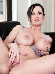 Really busty milf Stephanie Wylde loves to practice sports and pose naked on the camera
