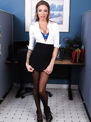 Mesmerizing babe with charming tattoos and fantastic big tits Juelz Ventura at her workplace