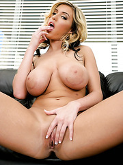 Fabulous and slutty babe Memphis Monroe shows an amazing shaved pussy