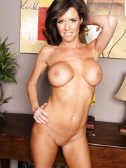 Gorgeous brunette mommy Veronica Avluv shows her sexy and shaved pussy