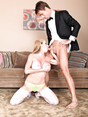 Gentle and horny blonde mommy Taylor Wane gives an amazing blowjob
