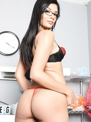Meet gorgeous brunette babe in sexy glasses and hot stockings Shazia Sahari