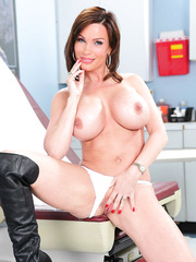 Curvy lines by hot milf Diamond Foxxx that loves to get naked in the hospital ward